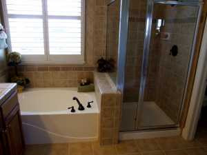 Luxury small bathrooms how to glam up any small bathroom for Master bathroom designs small spaces