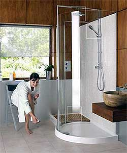 doorless / walk-in shower design